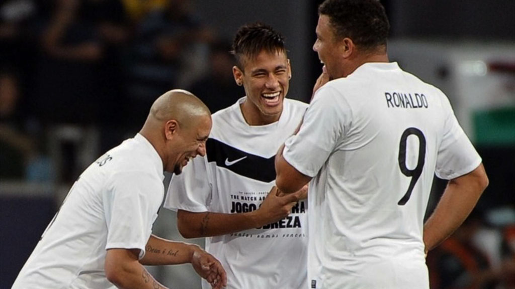 Roberto Carlos with Neymar and Ronaldo in a charity game