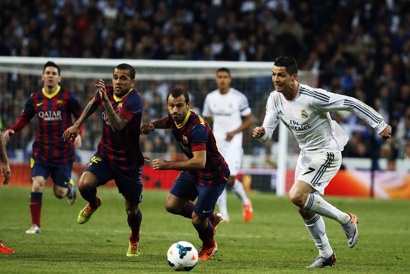 Cristiano Ronaldo running in Real Madrid vs Barcelona