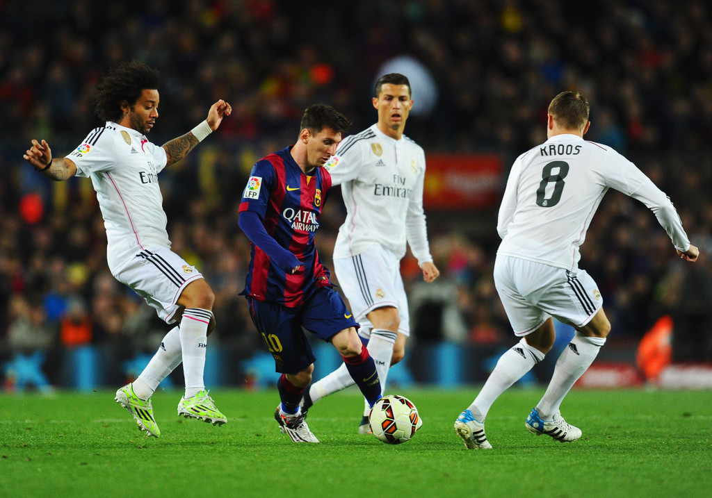 Messi dribbling in Real Madrid vs Barcelona