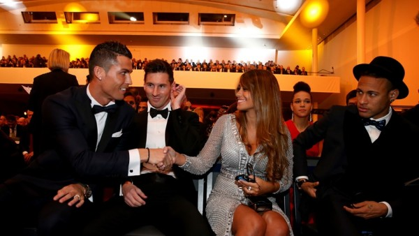 Cristiano Ronaldo greeting Messi's wife, with Neymar witnessing everything