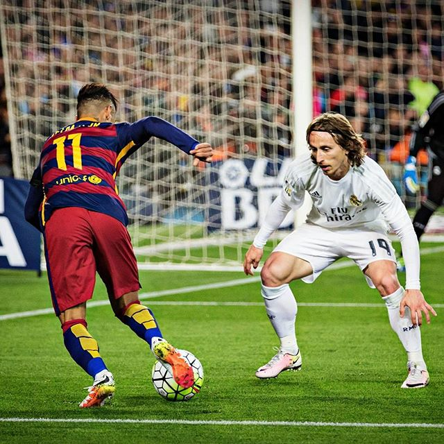 Neymar dribbling action vs Modric, in Barcelona vs Real Madrid in 2016