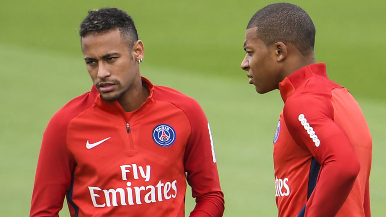 Neymar and Mbappé in PSG training in 2017