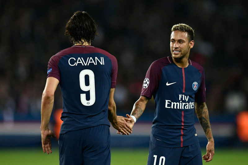 Cavani and Neymar touching hands in PSG
