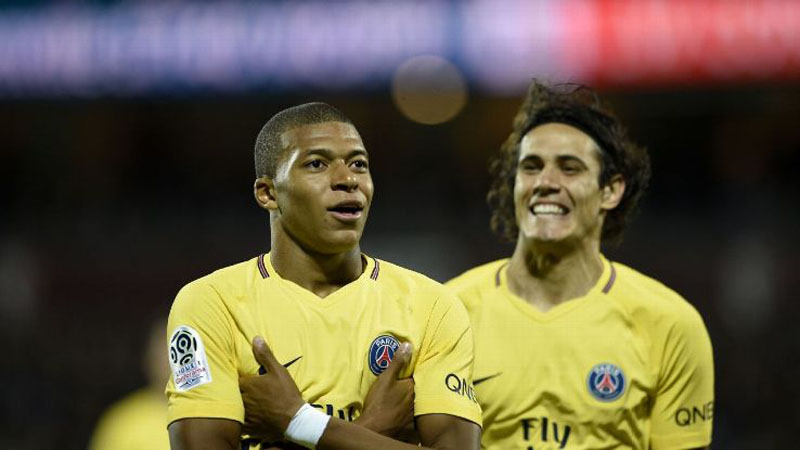 Mbappé and Cavani in PSG yellow shirts
