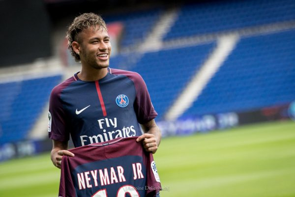Neymar in PSG, holding his shirt