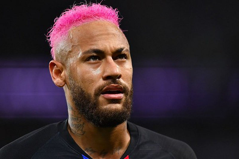 Neymar with pink hair