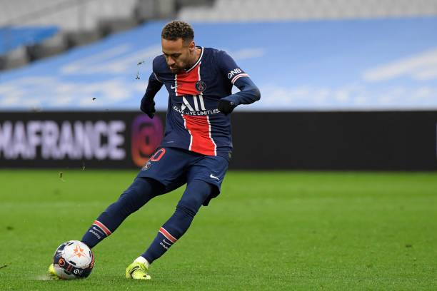 Neymar shooting the ball in a PSG game
