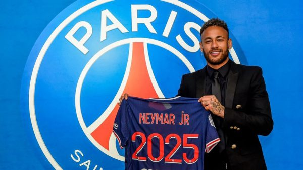 Neymar holding the PSG shirt after renewing with the club until 2025