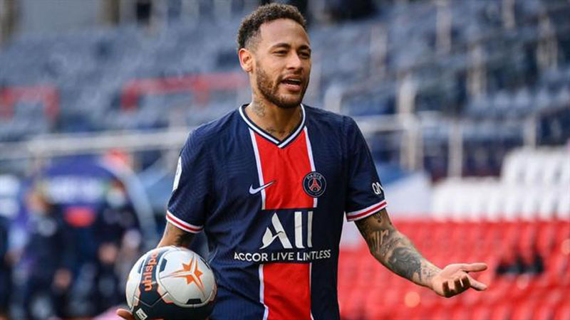 Neymar in a game for PSG in 2021